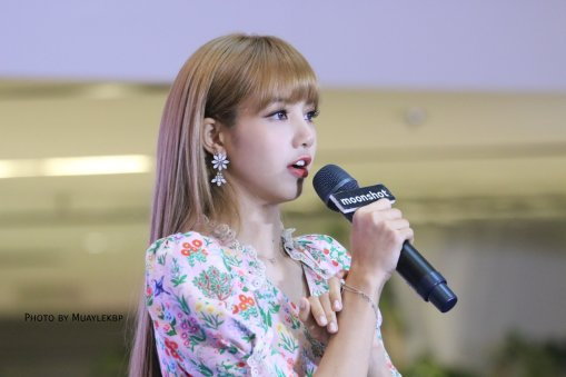 BLACKPINK LISA moonshot central world fansign event bangkok thailand 42