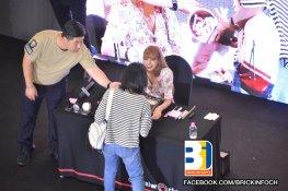 BLACKPINK LISA moonshot central world fansign event bangkok thailand 47
