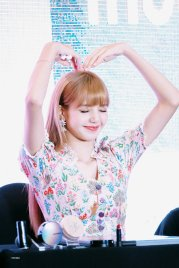 BLACKPINK LISA moonshot central world fansign event bangkok thailand 51