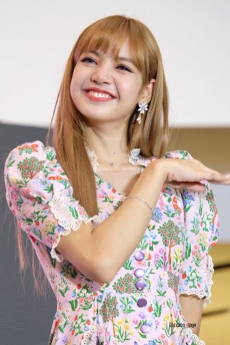 BLACKPINK LISA moonshot central world fansign event bangkok thailand 53