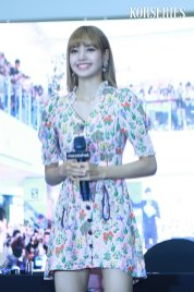 BLACKPINK LISA moonshot central world fansign event bangkok thailand 60