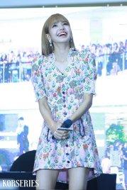BLACKPINK LISA moonshot central world fansign event bangkok thailand 62