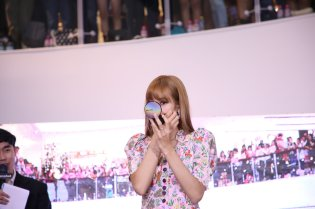 BLACKPINK LISA moonshot central world fansign event bangkok thailand 71