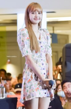 BLACKPINK LISA moonshot central world fansign event bangkok thailand 78