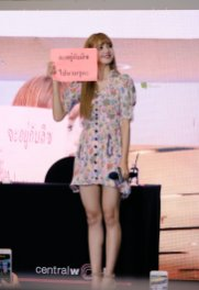 BLACKPINK LISA moonshot central world fansign event bangkok thailand 87