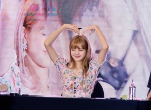 BLACKPINK LISA moonshot central world fansign event bangkok thailand 97