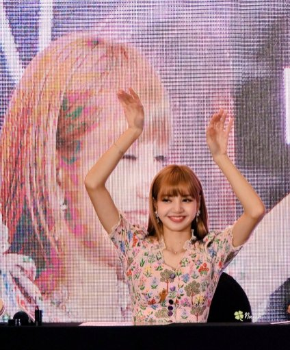 BLACKPINK LISA moonshot central world fansign event bangkok thailand 98