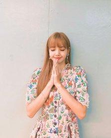 BLACKPINK LISA moonshot central world fansign event bangkok thailand Instagram 4