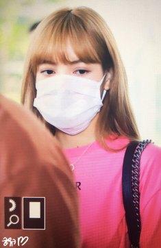 BLACKPINK-Lisa-Airport-Photo-18-August-2018-Incheon-16