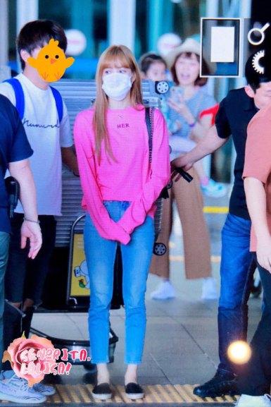 BLACKPINK-Lisa-Airport-Photo-18-August-2018-Incheon