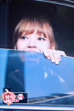 BLACKPINK-Lisa-Car-Photos-MBC-Music-Core-4-August-2018-6