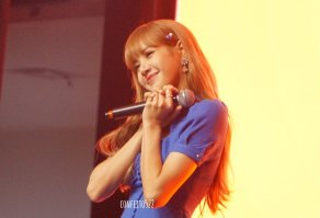 BLACKPINK Lisa Meet and Greet Indonesia stage 10