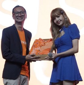 BLACKPINK Lisa Meet and Greet Indonesia stage 12