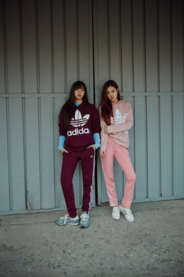 BLACKPINK Lisa Rose Chaelisa adidas originals 2