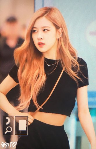 BLACKPINK-Rose-Airport-Photo-18-August-2018-Incheon-19