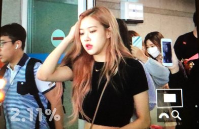 BLACKPINK-Rose-Airport-Photo-18-August-2018-Incheon-2