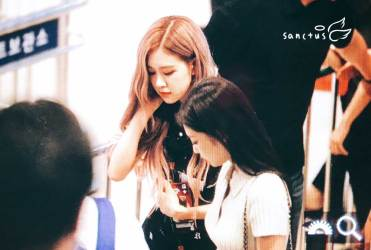 BLACKPINK-Rose-Airport-Photo-23-August-2018-Gimpo-19