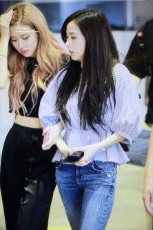 BLACKPINK-Rose-Jisoo-Chaesoo-Airport-Photo-18-August-2018-Incheon-5