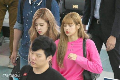 BLACKPINK-Rose-Lisa-Chaelisa-Airport-Photo-18-August-2018-Incheon-4