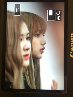 BLACKPINK-Rose-Lisa-Chaelisa-Airport-Photo-23-August-2018-Haneda-4