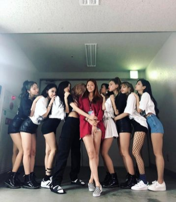 YG Dancers Share Photos with BLACKPINK Members on Instagram