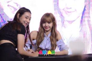Day 1 BLACKPINK Lisa moonshot fansign event Bangkok Thailand 123
