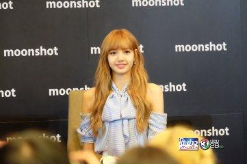 Day 1 BLACKPINK Lisa moonshot fansign event Bangkok Thailand 32
