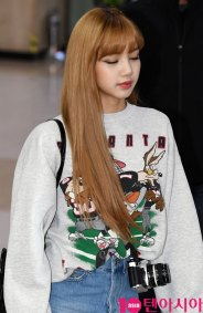 10-BLACKPINK-Lisa-Airport-Photo-Gimpo-19-September-2018
