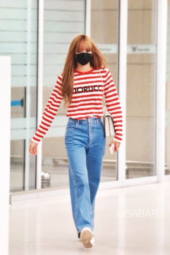 10-BLACKPINK Lisa Airport Photo Incheon Seoul From New York