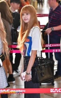 13-BLACKPINK Lisa Airport Photo 17 September 2018 Gimpo to Japan