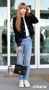 14-BLACKPINK Lisa Airport Photo Incheon New York Fashion Week