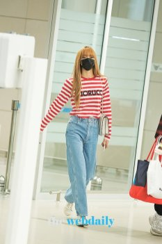 14-BLACKPINK Lisa Airport Photo Incheon Seoul From New York