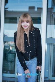 15-BLACKPINK Lisa Airport Photo Incheon New York Fashion Week