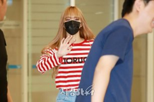 18-BLACKPINK Lisa Airport Photo Incheon Seoul From New York