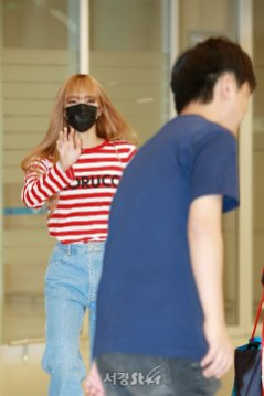 19-BLACKPINK Lisa Airport Photo Incheon Seoul From New York