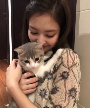 2-BLACKPINK Jennie Instagram Photo 16 September 2018 Leo Cat
