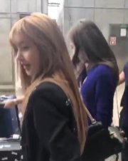 2-BLACKPINK Lisa JFK Airport Photo New York City