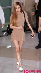 2-BLACKPINK-Rose-Airport-Photo-Gimpo-19-September-2018