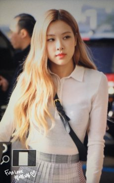 20-BLACKPINK Rose Airport Photo 17 September 2018 Gimpo to Japan