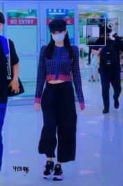 24-BLACKPINK-Jennie-Airport-Photo-Gimpo-19-September-2018-hat