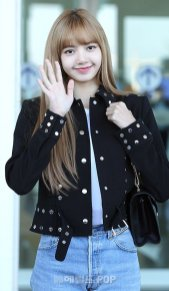 24-BLACKPINK Lisa Airport Photo Incheon New York Fashion Week