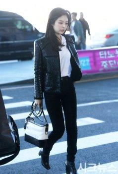 30-BLACKPINK-Jennie-Airport-Photos-Incheon-to-France-Paris-Fashion-Week