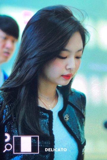 30-BLACKPINK Jennie Airport Photos Incheon to Paris Fashion Week