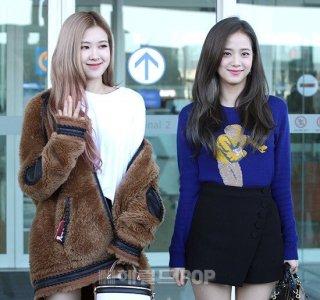 30-BLACKPINK Rose Airport Photo Incheon New York Fashion Week