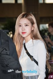 33-BLACKPINK Rose Airport Photo 17 September 2018 Gimpo to Japan