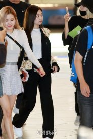 36-BLACKPINK Rose Airport Photo 17 September 2018 Gimpo to Japan
