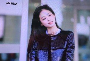39-BLACKPINK Jennie Airport Photos Incheon to Paris Fashion Week