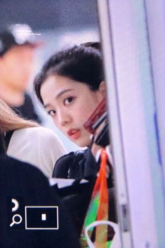 4-BLACKPINK-Jisoo-Airport-Photo-31-August-2018-Gimpo