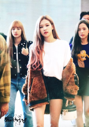 47-BLACKPINK Rose Airport Photo Incheon New York Fashion Week