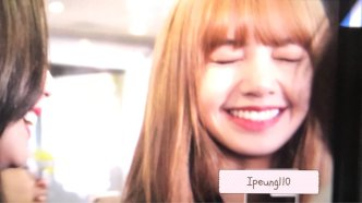 5-BLACKPINK Lisa JFK Airport Photo New York City